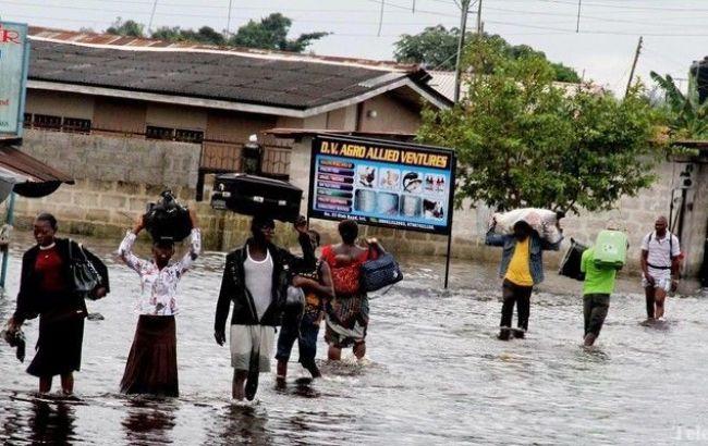Фото: повінь в Нігерії викликане сезонними изменениым