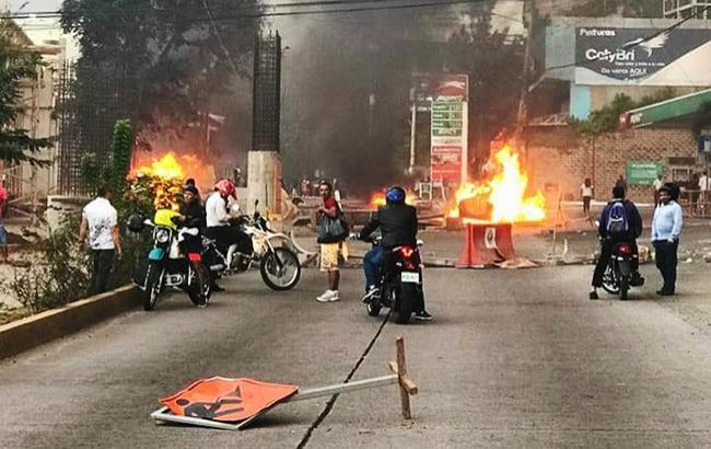 Фото: протесты после выборов в Гондурасе (NickLRogers twitter)
