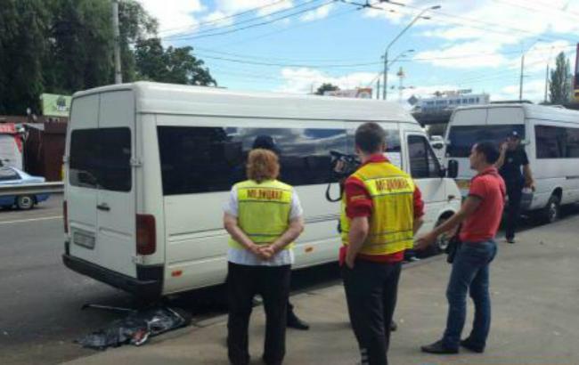 """Фото: смертельна аварія в районі станції метро """"Нивки"""" (""""Еспресо.ТВ"""")"""