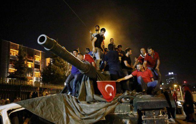 Фото: міністр внутрішніх справ Туреччини Эфкан Ала розповів про хід розслідування спроби перевороту в країні