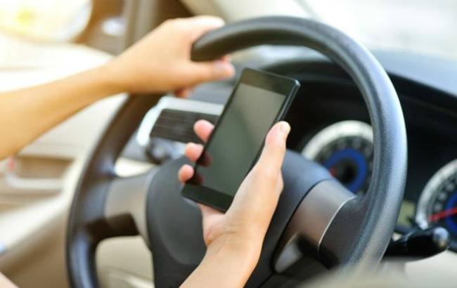 Фото: польські водії будуть використовувати смартфони замість прав