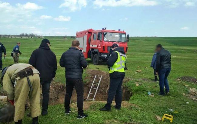 Могли спасать одного: появилось предположение гибели четырех человек в колодце под Одессой