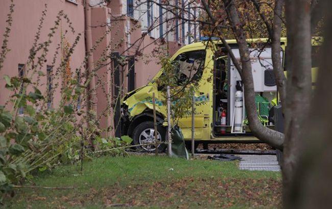 """В Осло вооруженный мужчина угнал машину """"скорой"""" и сбил коляску с ребенком"""