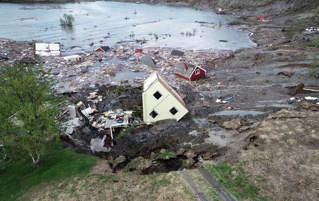 Оползень в Норвегии унес в море восемь домов