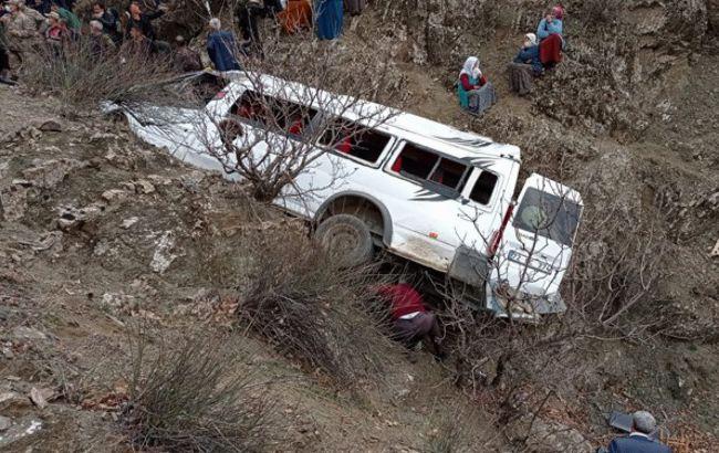 У Туреччині автобус зірвався зі скелі, загинули діти