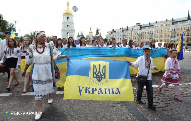 Украинцы гораздо больше довольны собственной жизнью, чем жизнью страны