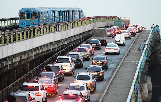 Автомобили в Киеве (фото: РБК-Украина)