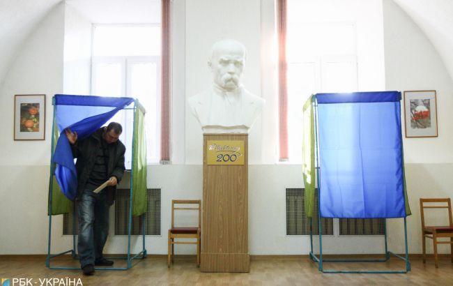 """Третьяков зустрів у ЦВК власних виборчих """"клонів"""""""