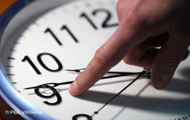 """Украина может навсегда остаться на """"зимнем"""" времени. Рада хочет отменить перевод часов"""
