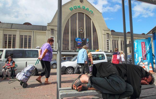 На київському залізничному вокзалі кілометрові черги: що відбувається