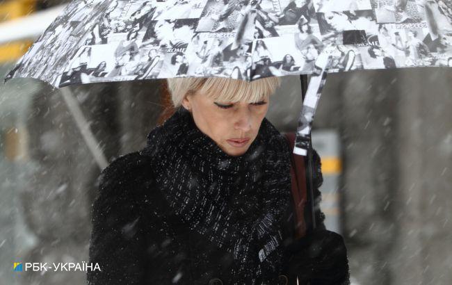 Частину України накрив сніг: ситуація в регіонах