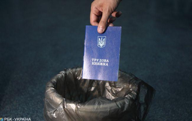 Каждый пятый украинец работает без трудовой книжки