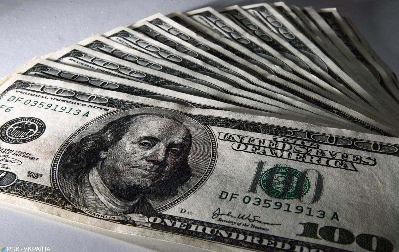 НБУ підвищив офіційний курс долара до 27 гривень вперше за місяць