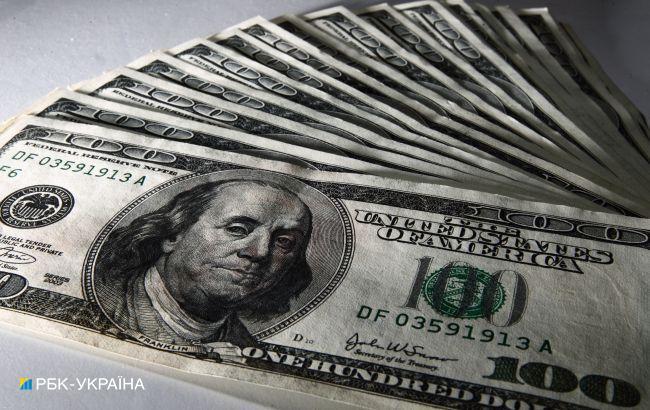 Курс доллара немного вырос после достижения минимума с июля прошлого года