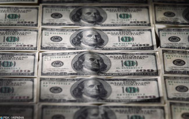 НБУ немного снизил курс доллара
