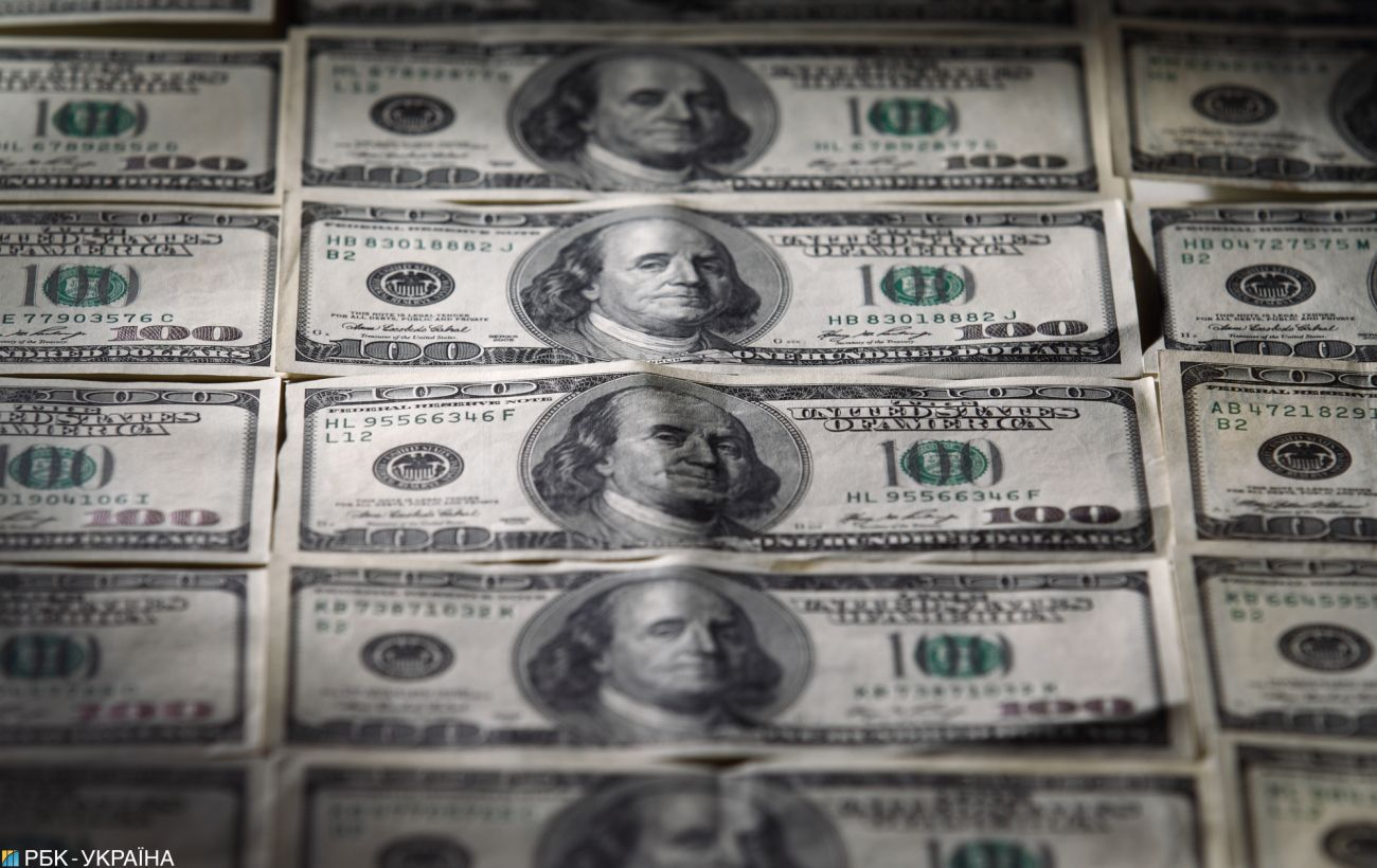Офіційний курс долара знижується третій день поспіль