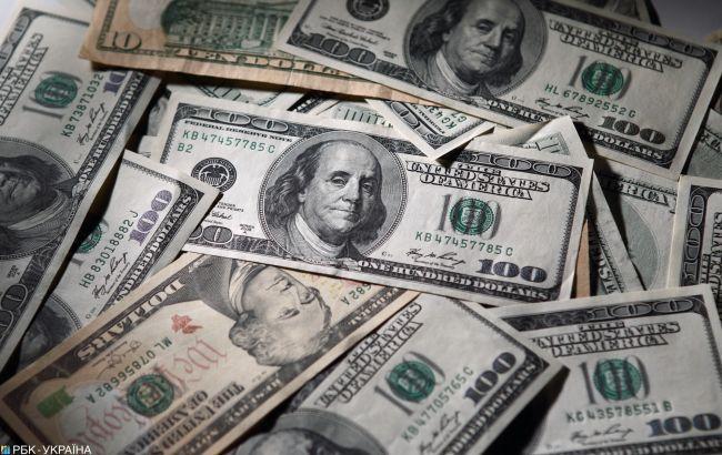Курс доллара стабилен на межбанке, евро немного подорожал