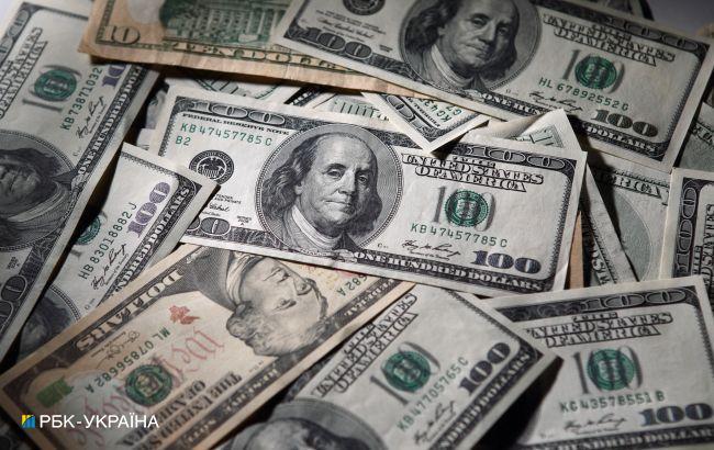 Курс долара продовжив зниження на міжбанку на початку тижня