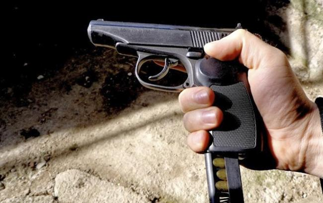 Вистрілив в голову: в Рівному чоловік застрелився із саморобної зброї