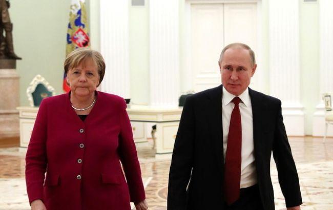 Путін заявив Меркель про необхідність закріплення статусу Донбасу