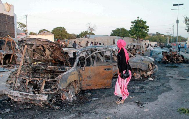 Фото: последствия одного из взрывов в Могадишо
