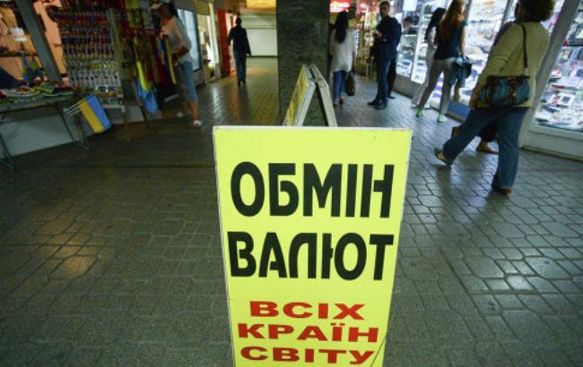 Наличный курс доллара в продаже повысился до 25,77 гривен
