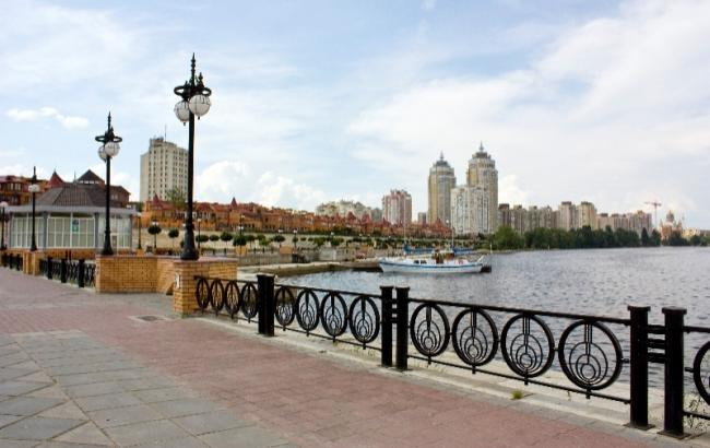 Фото з київської набережної жахнуло соцмережі