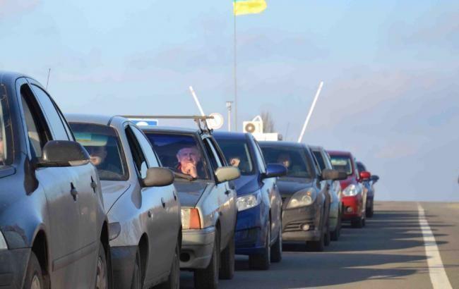 Фото: более 800 автомобилей ожидают в очередях на пунктах пропуска