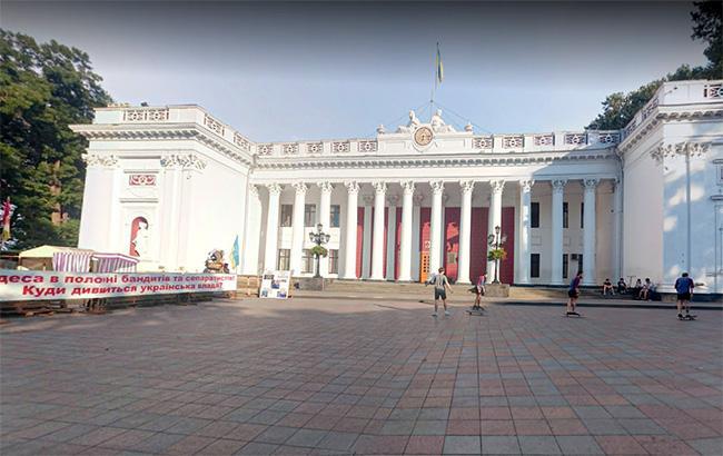 Під будівлею одеської мерії відбулася сутичка між протестувальниками і поліцією