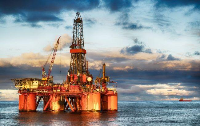 Нафта дешевшає на тлі відновлення видобутку в Мексиканській затоці після ураганів
