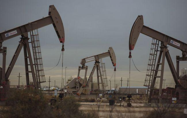 Ціни на нафту падають на тлі зміцнення долара