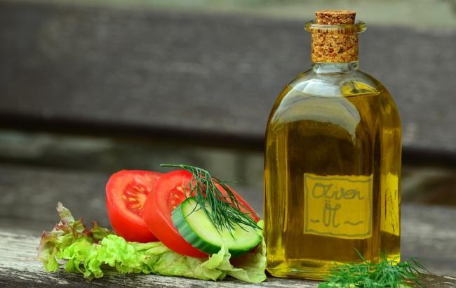 Фото: Оливковое масло (pixabay.com/ru/users/congerdesign)