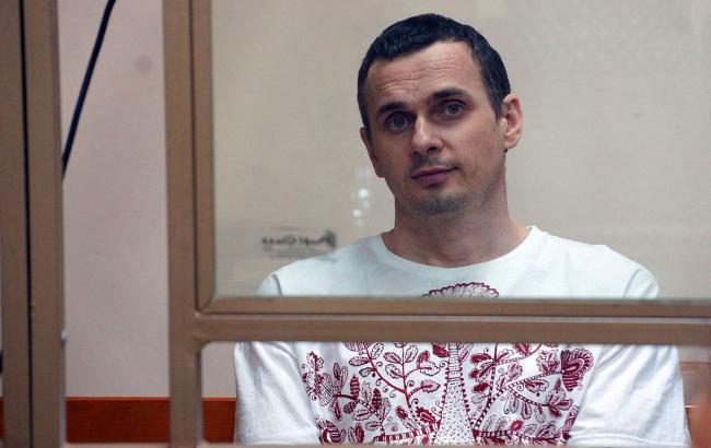 Еврокомиссар просит РФ отпустить Сенцова для вручения премии Сахарова