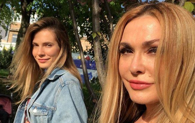 Чарівні красуні: Ольга Сумська зачарувала мережу фото з доньками і мамою