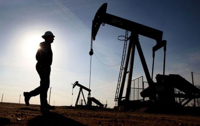 Цена нефти Brent за день рекордно упала до 53 долларов за баррель