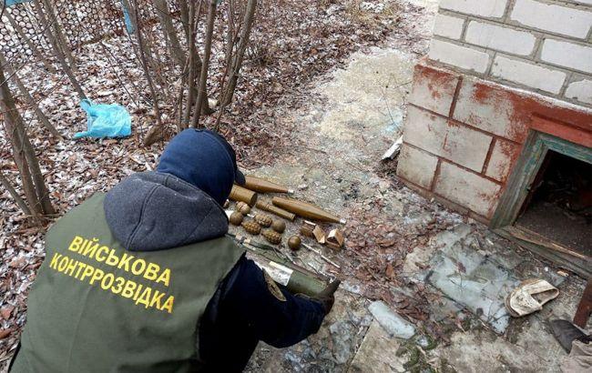 У Луганській області виявили схрон зі зброєю та боєприпасами