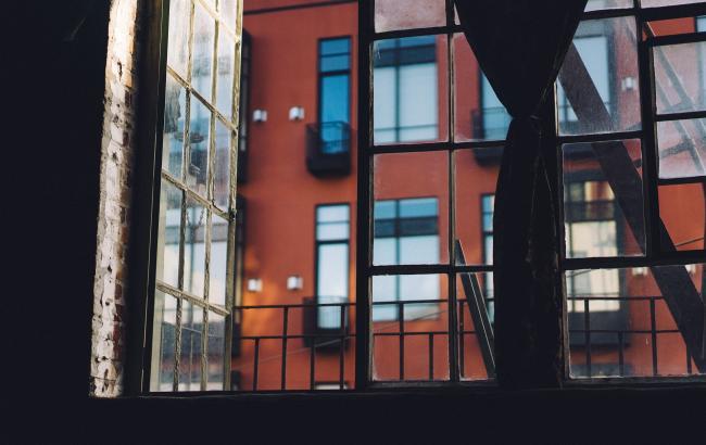 В Николаеве 2-ух летний ребенок сорвался из окна
