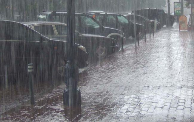 Фото: у Києві до кінця дня очікується злива
