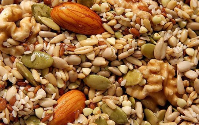 Фото: Дієтологи радять налягати на горіхи і насіння (facebook.com)