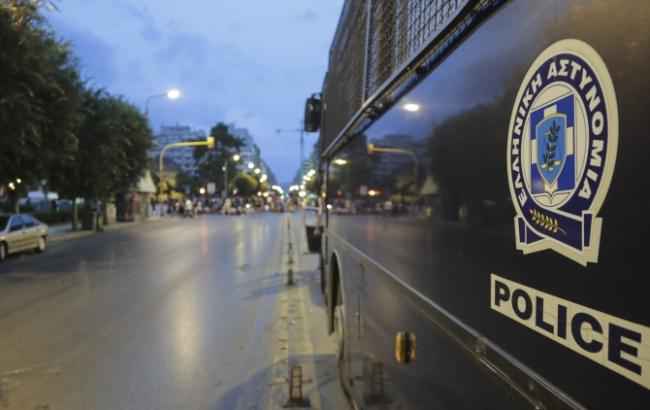 ВГреции вооружённый автоматом мужчина напал наполицейский спецназ