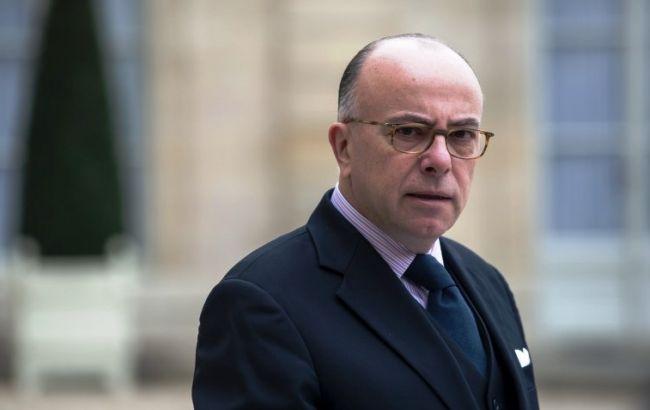 Фото: глава МВС Франції Бернар Казнєв обіцяє й надалі закривати мечеті