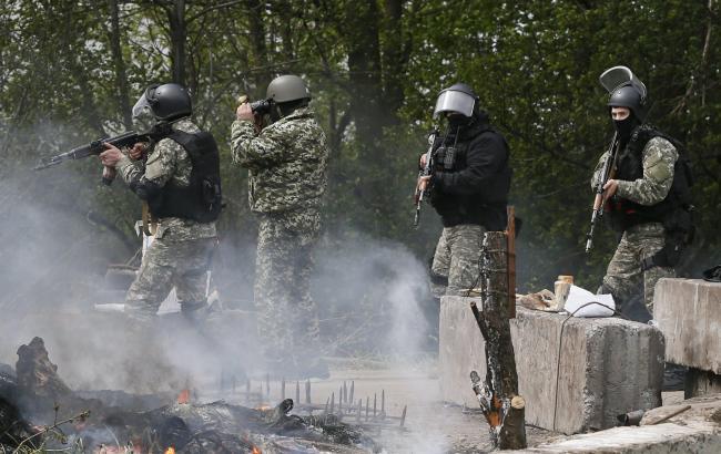 В Донецкой обл. из-за несчастного случая с оружием погиб военный, - штаб АТО