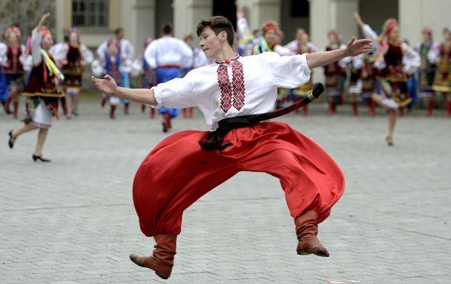 Молодые танцоры дали гопака в Польше