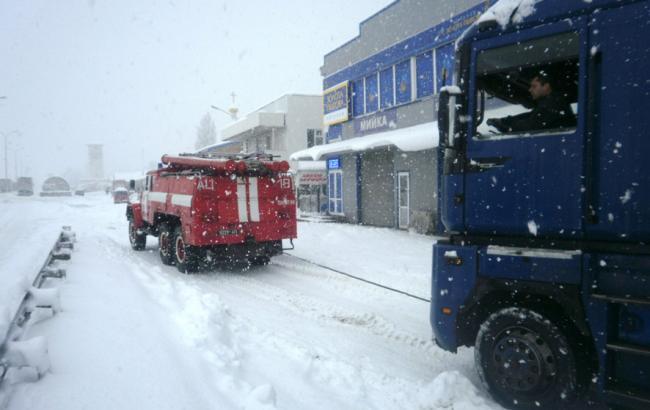 Непогода в Україні: знеструмленими залишаються 322 населені пункти