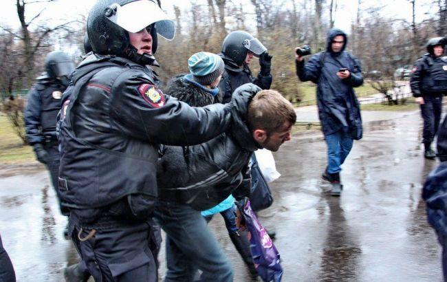 """У Петербурзі на акції протесту """"Набрид"""" затримали більше 100 осіб"""