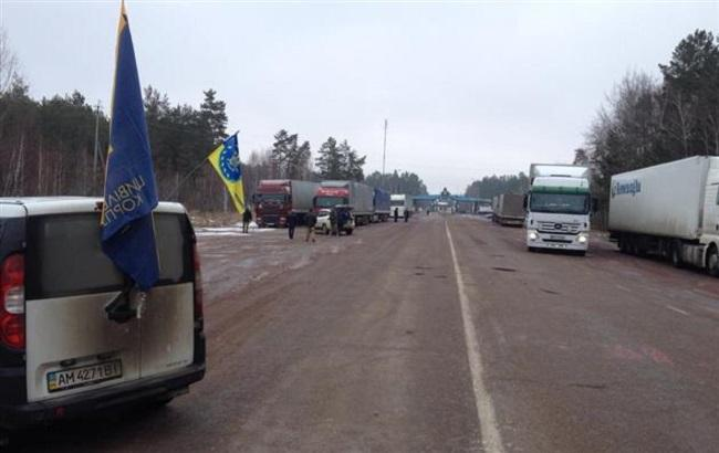 Уже в восьми областях Украины блокируют фуры РФ
