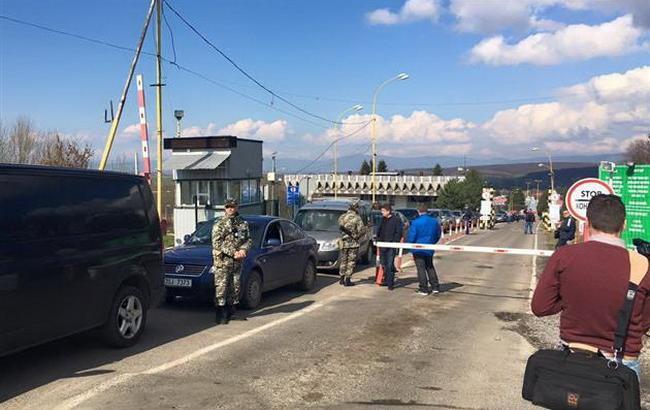 """У Закарпатській області протестуючі заблокували КПП """"Ужгород"""""""