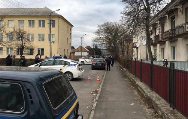 Возле школы в Мукачево произошла стрельба, есть раненые