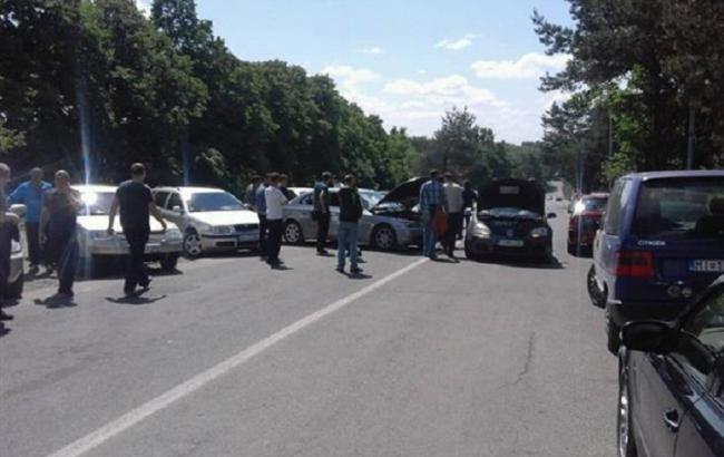 """Фото: владельцы авто с иностранной регистрацией заблокировали КПП """"Ужгород"""""""