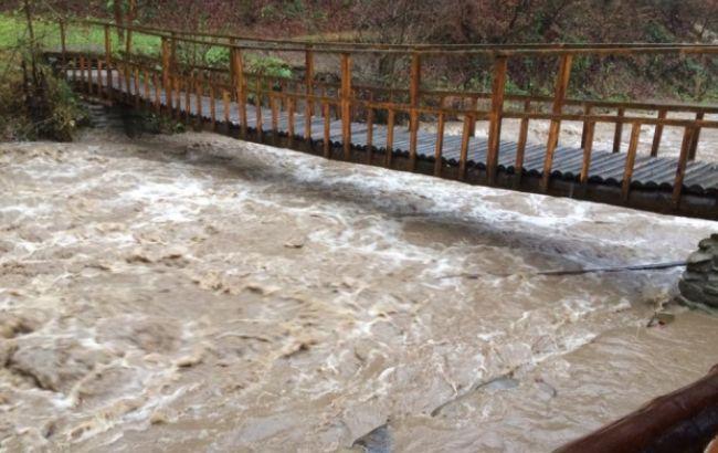Фото: у деяких річках рівень води піднявся на 3-5 метрів